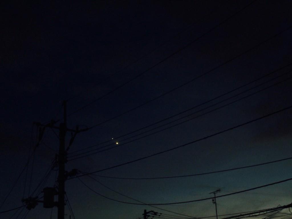 日没後の西の空で、木星(左上)と金星(右下)が接近 2015年6月筆者撮影(iPhone6 plusを使用)