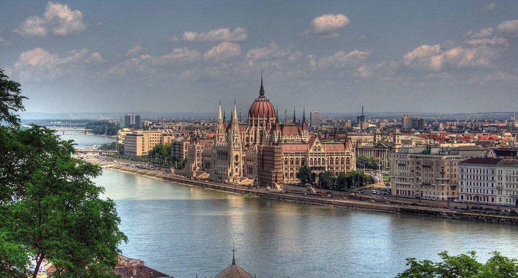 1200px-Budapest_Parlament_Building