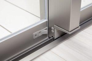 窓枠のレール