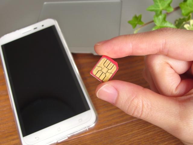 携帯電話とSIM