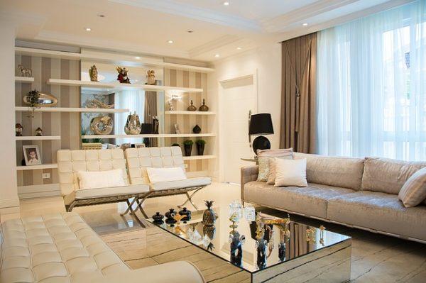 3種類の白いソファ