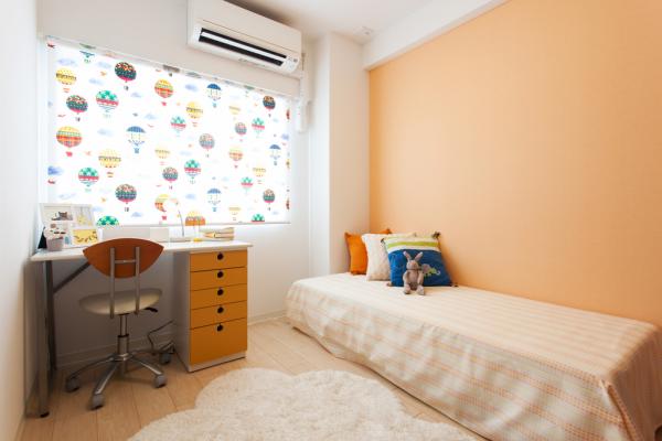 オレンジを主とした子ども部屋