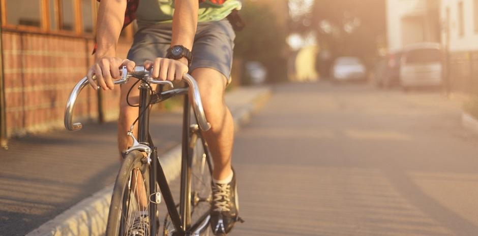 自転車の男性