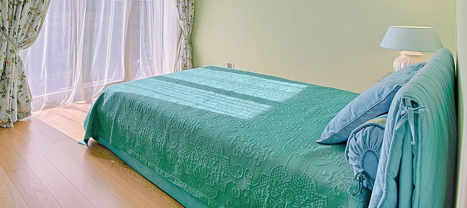 敷き寝具を見直して、背中のムレを防いで朝までぐっすり