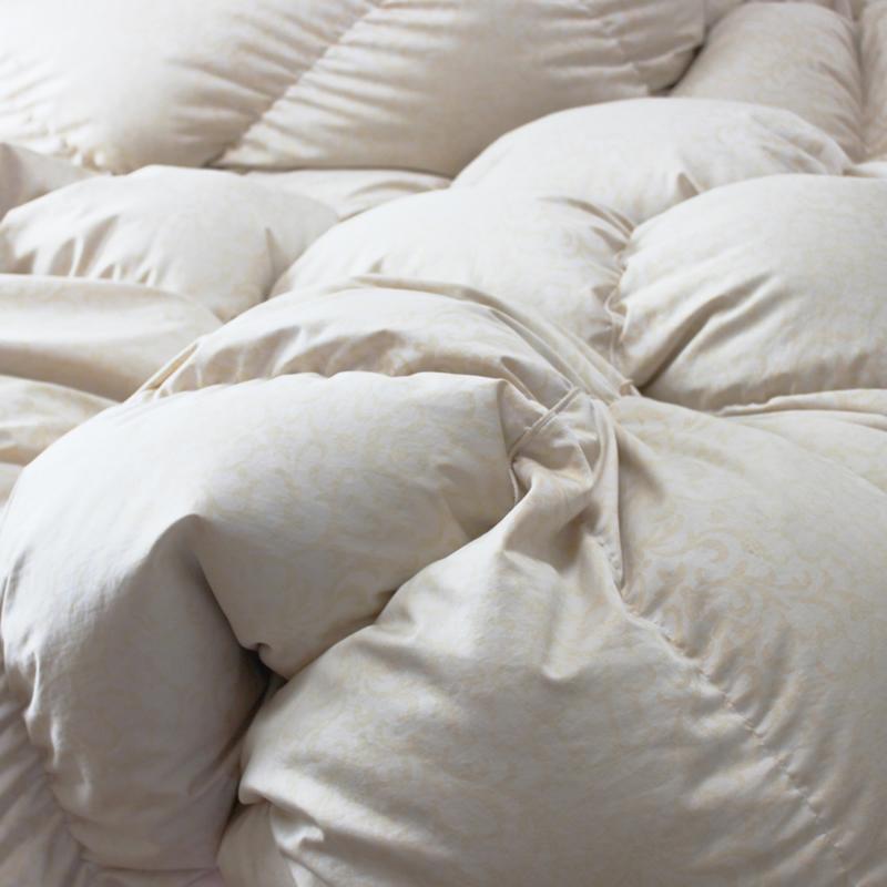 羽毛布団と毛布で、朝まであったかキープ