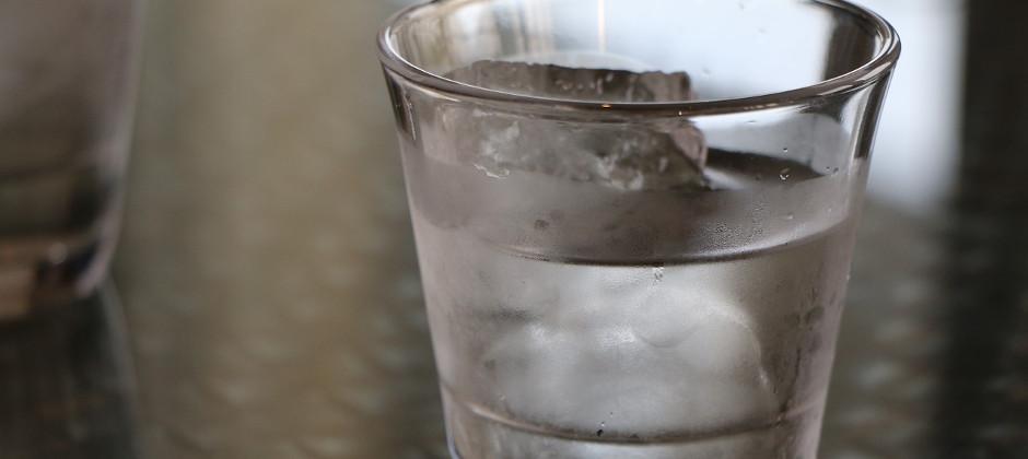 製氷機の給水タンクにつく水垢汚れの原因