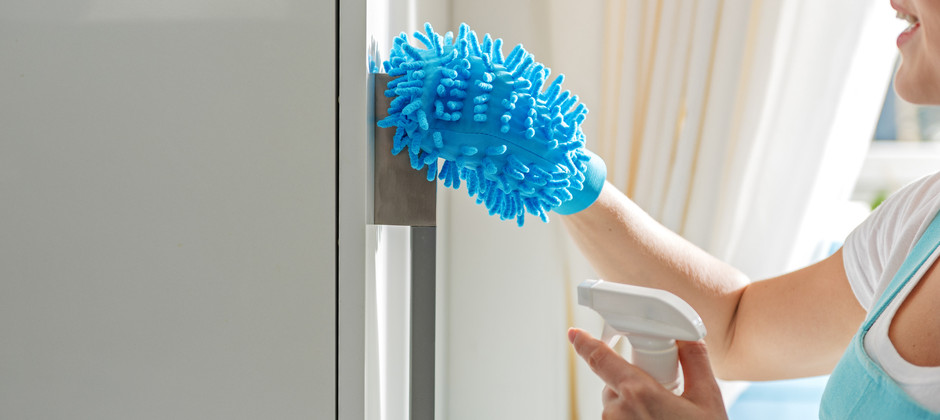 冷蔵庫の外側を拭く