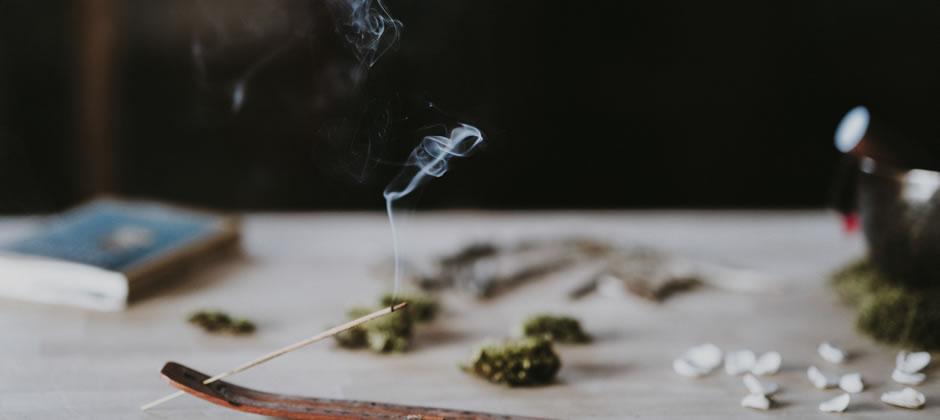 <新提案!>周囲30cmでフンワリ香る、自分だけで楽しむお香 ─ マンションライフの楽しみ方