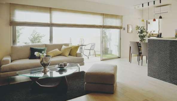 横長リビングの家具のレイアウト法