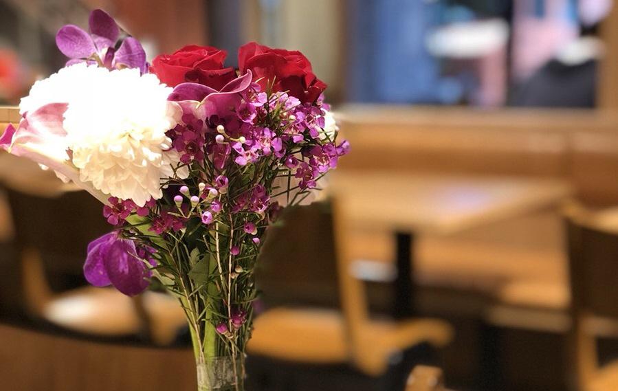 11月のフラワーアレンジメント|花を使った素敵なテーブルコーディネートで、自宅で「いい夫婦の日」を過ごそう-花のある暮らし-