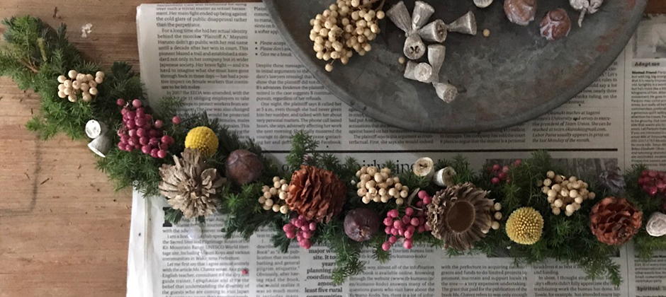 スワッグで作るクリスマス飾り ─ 花のある暮らし番外編