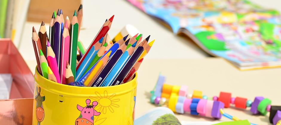 保育料が一律である「幼稚園」と、家庭状況によって保育料が異なる「保育園」