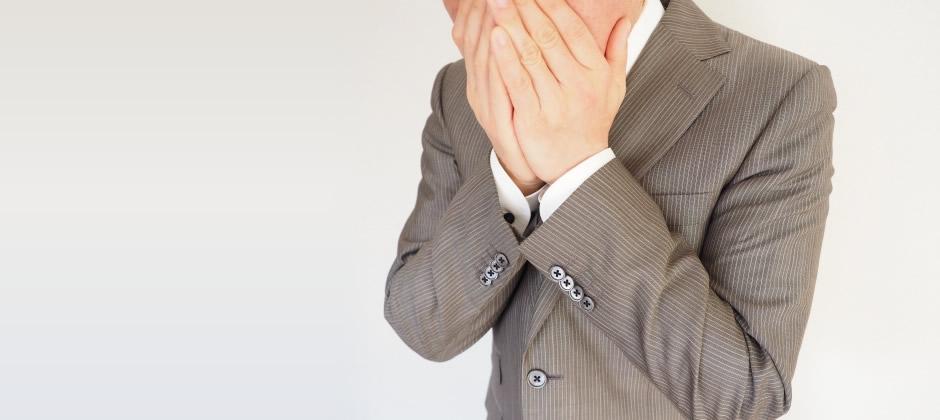 鼻と口を手で覆うだけでは他人への感染は防げない!