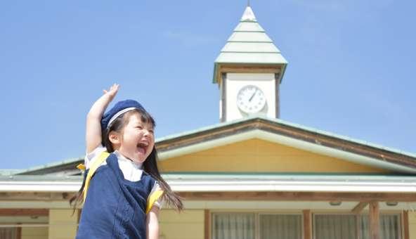 共働き家庭が幼稚園を利用するメリットと注意点