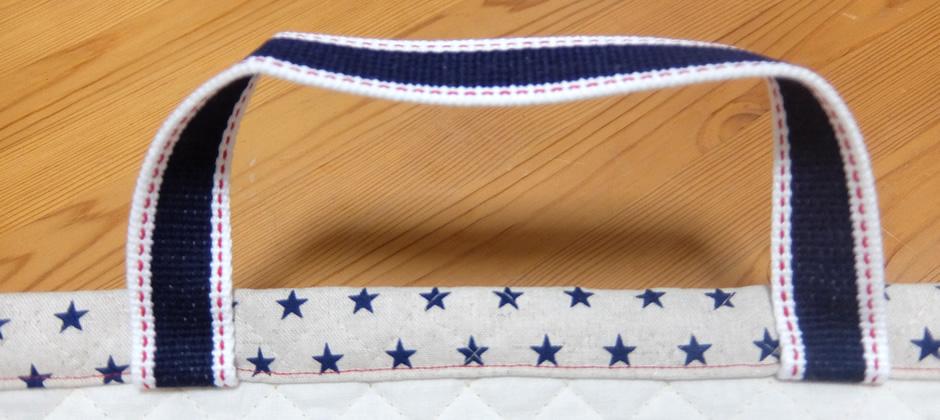 平テープのみを上に折り上げ、バッグの上部を表側から一周縫います