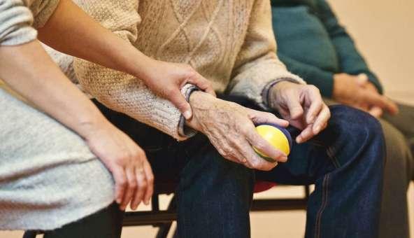必要時には介護付きも!サービスが自由に選べる高齢者向け住宅がおすすめ