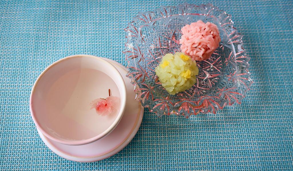 桜茶と和菓子