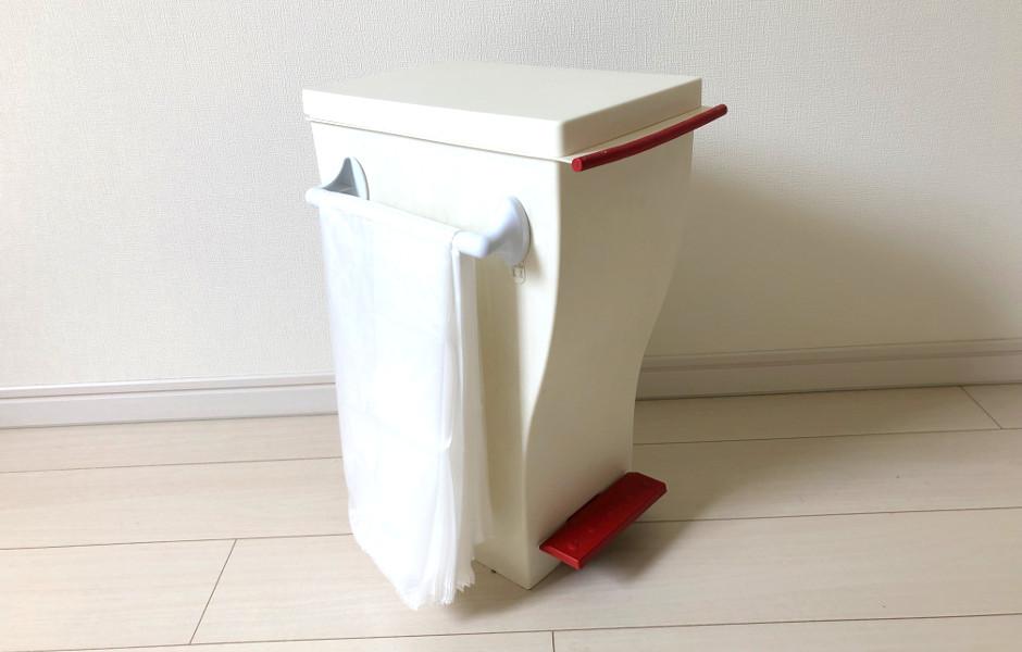 タオルハンガー、突っ張り棒を使ってゴミ箱の近くにセット
