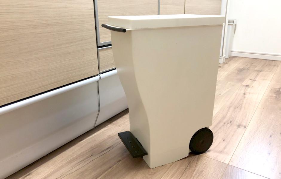 メインのゴミ箱は蓋つき、キャスター付きを選ぶべし