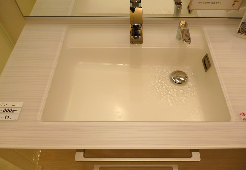 TOTO:クリスタル素材洗面台