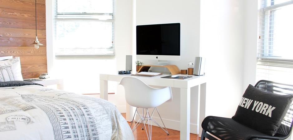 窓の位置や壁の高さで置ける家具が限られる