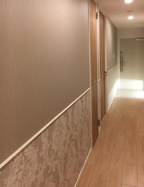 廊下の壁紙変更例