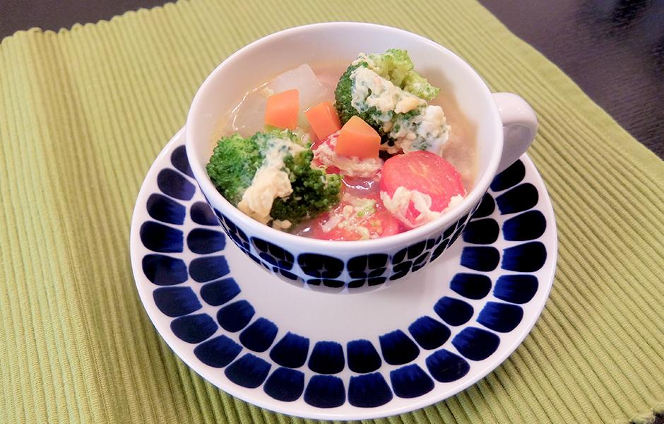 人参、大根、ブロッコリーの冬野菜卵スープ