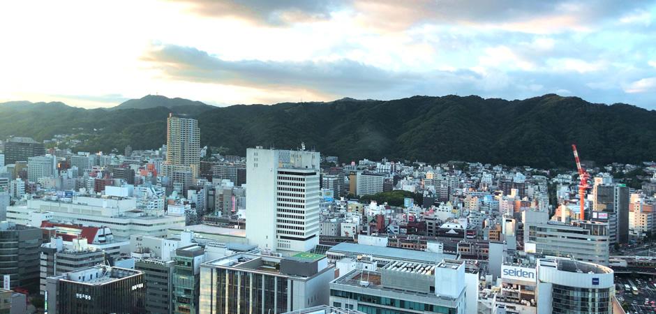市役所眺望ロビーから山側の眺め
