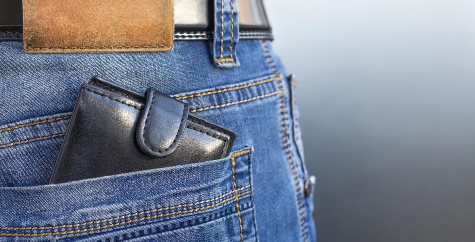 財布はお尻のポケットに入れて持ち歩かない