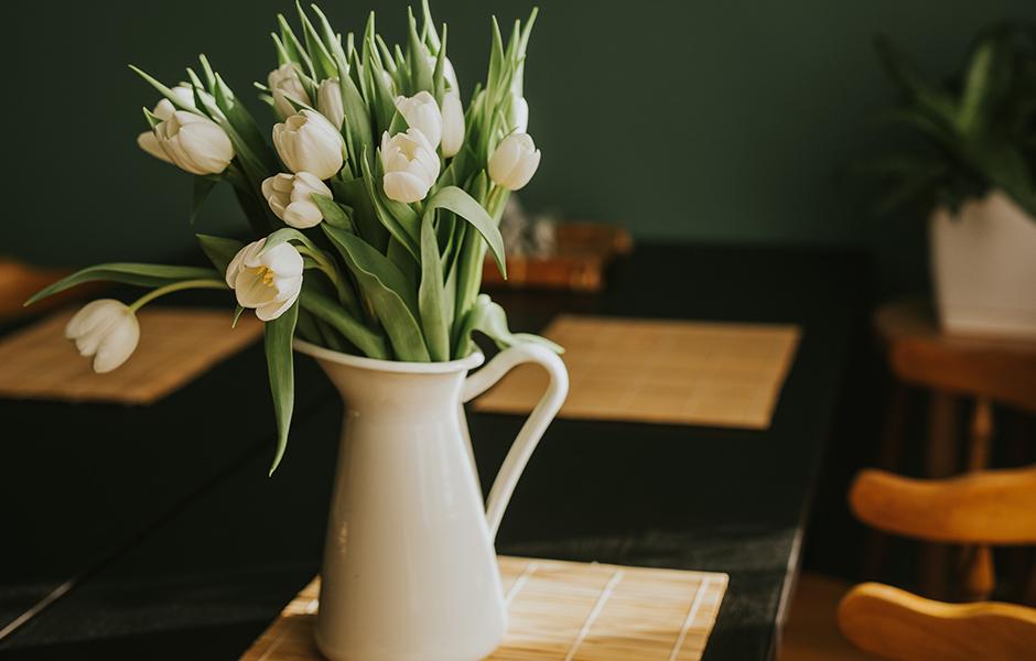 ピッチャー型花器
