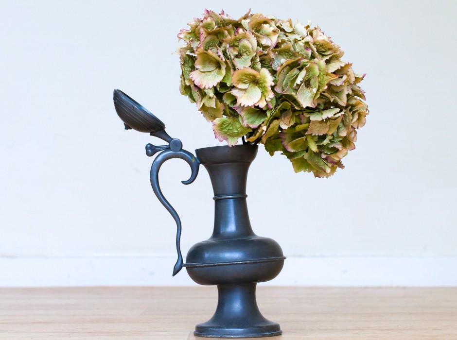 シックでエレガントな花瓶