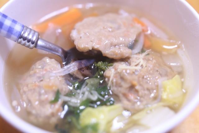 鶏団子と野菜の春雨スープ
