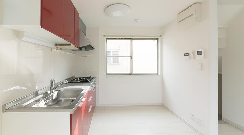 食器棚のないキッチン